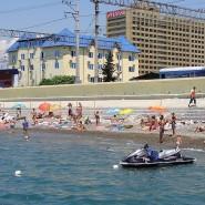 Пляж у ЖД вокзала Адлера фотографии