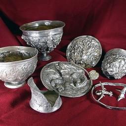 Выставка «Античное серебро и холодное оружие»