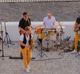 Бесплатные концерты в амфитеатре пляжа Ривьера 2020