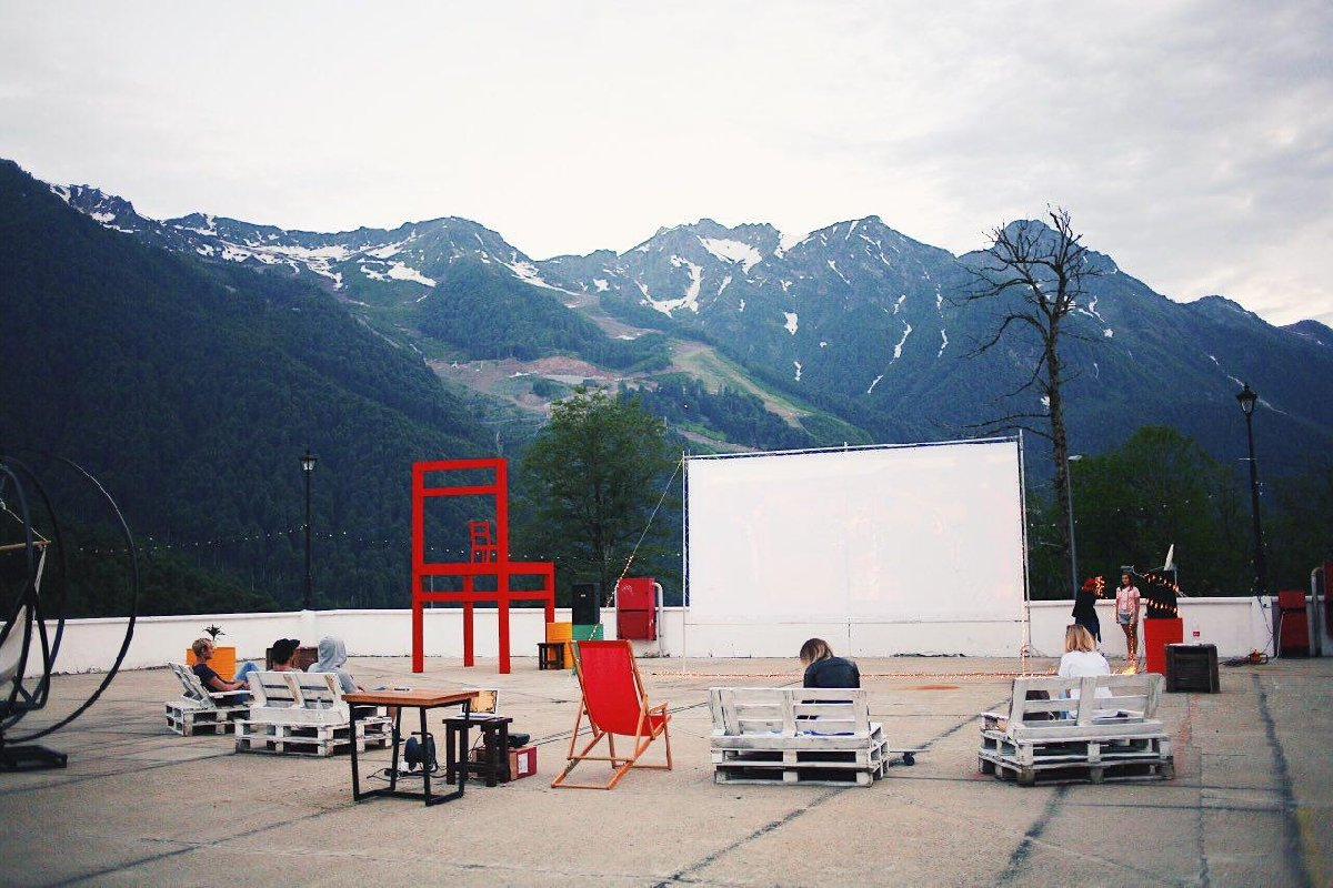 Кинотеатр вгорах 2017