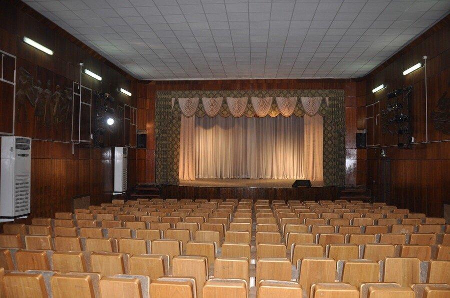 Театр «Замок напеске»